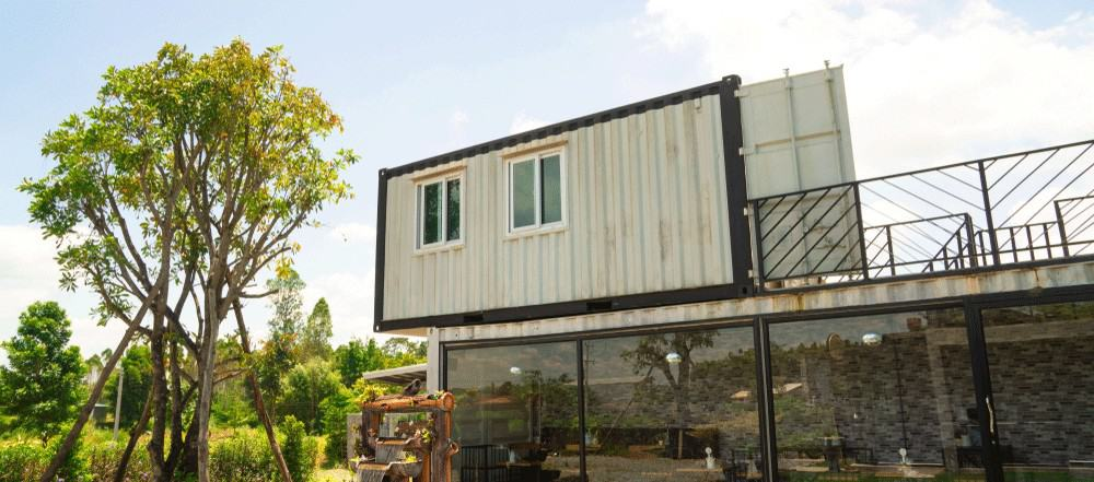 off-grid-shipping-container-home